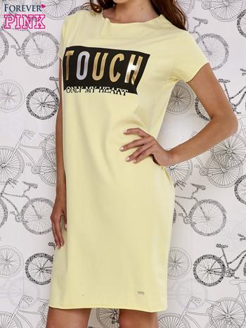 Żółta sukienka dresowa ze złotym napisem TOUCH                                  zdj.                                  3