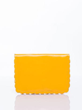 Żółta torebka listonoszka z falowanym wykończeniem                                  zdj.                                  4