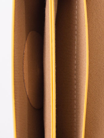 Żółta torebka listonoszka z klapką                                  zdj.                                  5