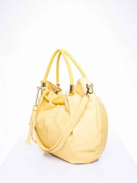 Żółta torebka z plecionymi uchwytami i frędzlami                                  zdj.                                  2