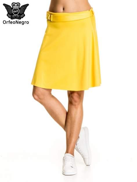 Żółta trapezowa spódnica z paskiem z klamrą                                  zdj.                                  1