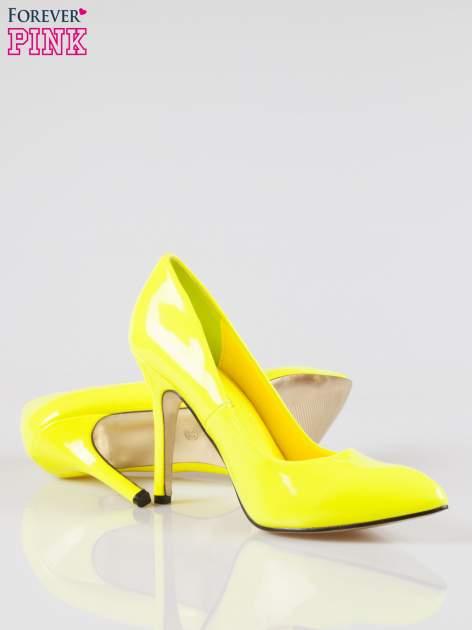 Żółte lakierowane szpilki w szpic                                  zdj.                                  4