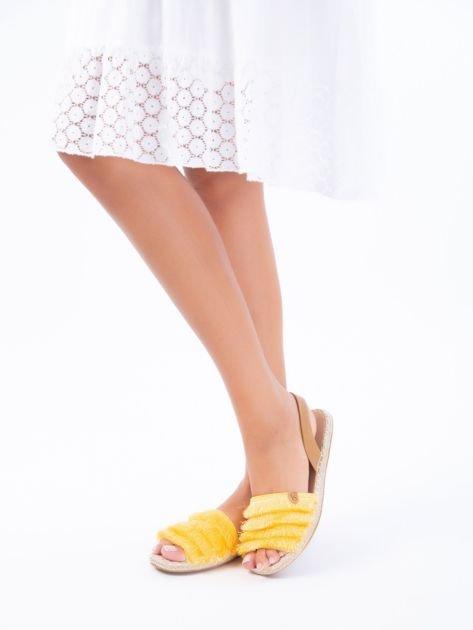 Żółte sandały z ozdobnym frędzelkowym przodem                              zdj.                              7