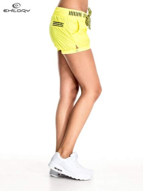 Żółte szorty damskie w stylu marynarskim                                  zdj.                                  3