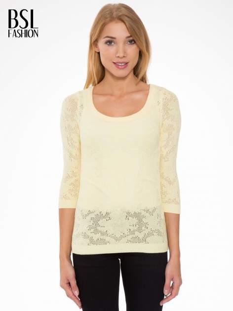 Żółty ażurowy sweter z rękawami 3/4                                  zdj.                                  1