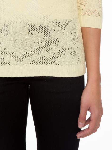Żółty ażurowy sweter z rękawami 3/4                                  zdj.                                  6