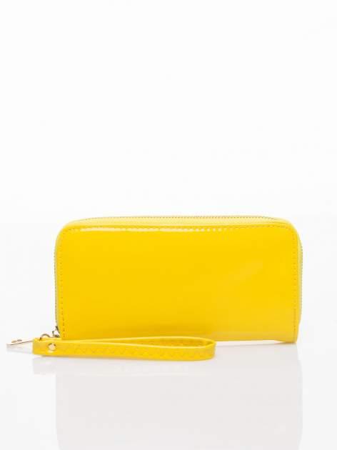 Żółty lakierowany portfel z rączką                                  zdj.                                  1