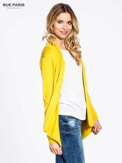 Żółty otwarty sweter narzutka z dłuższym tyłem                                  zdj.                                  3