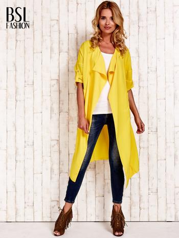 Żółty płaszcz o szlafrokowym kroju                                  zdj.                                  4