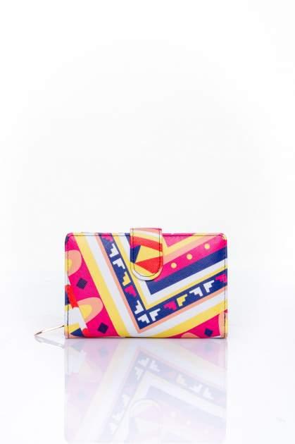 Żółty portfel w graficzne wzory