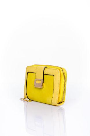 Żółty portfel z ozdobną złotą klamrą                                  zdj.                                  3