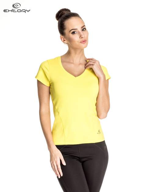 Żółty t-shirt sportowy z dekoltem V-neck PLUS SIZE                                  zdj.                                  1