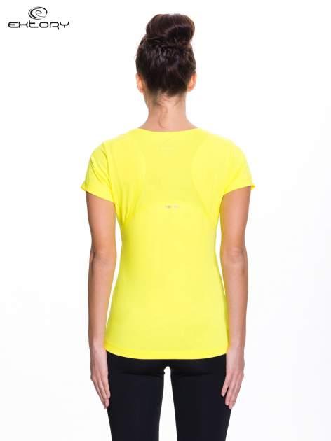 Żółty t-shirt sportowy z kieszonką na suwak PLUS SIZE                                  zdj.                                  3