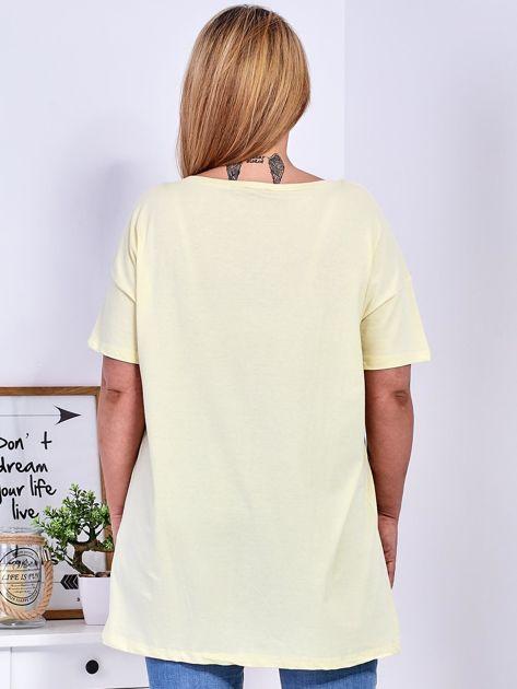Żółty t-shirt z aplikacją PLUS SIZE                              zdj.                              2