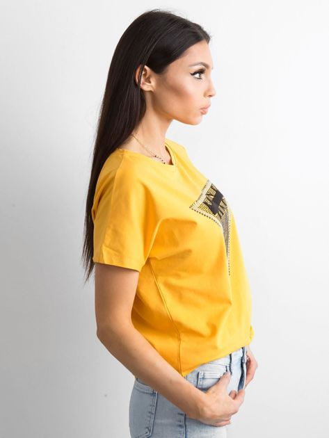 Żółty t-shirt z aplikacją i wycięciem z tyłu                              zdj.                              3
