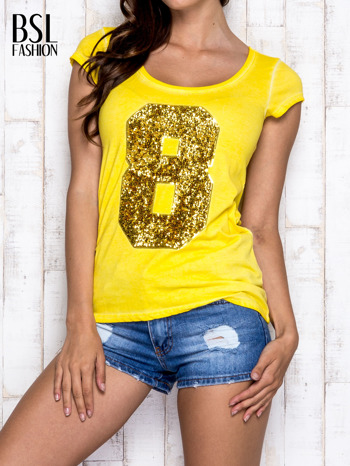 Żółty t-shirt z cekinową cyfrą 8