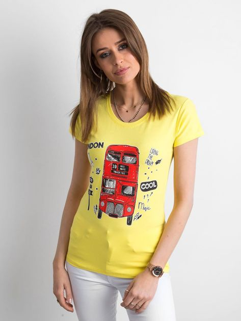 Żółty t-shirt z kolorowym nadrukiem                              zdj.                              1