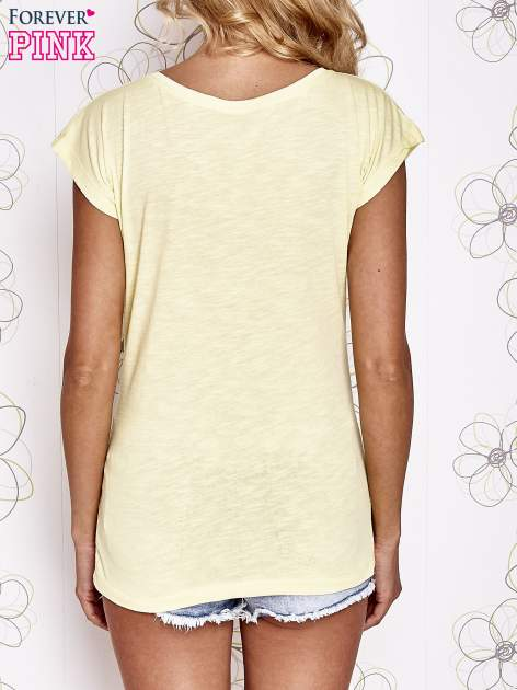 Żółty t-shirt z motywem gwiazdy i dżetami                                  zdj.                                  4