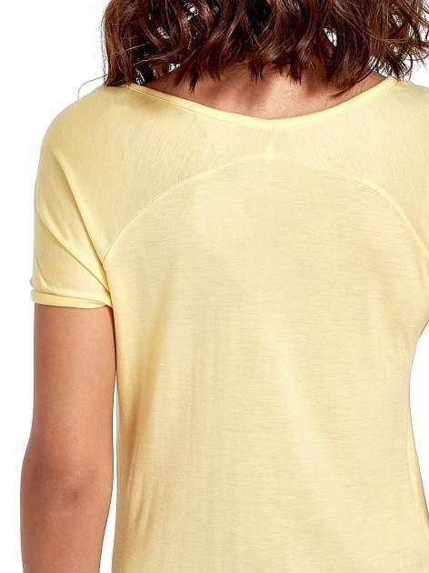 Żółty t-shirt z nadrukiem PARIS                                  zdj.                                  6
