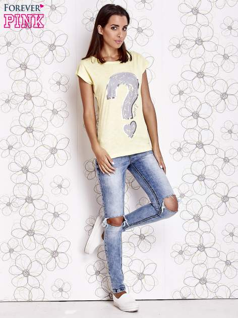 Żółty t-shirt z nadrukiem znaku zapytania                                  zdj.                                  2