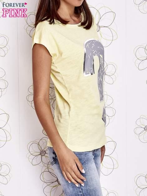 Żółty t-shirt z nadrukiem znaku zapytania                                  zdj.                                  3