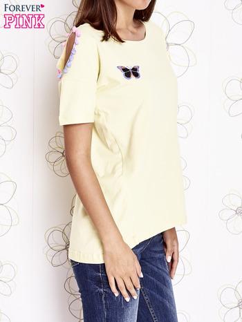 Żółty t-shirt z naszywką motyla i pomponami                                  zdj.                                  3