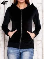 4F Czarna gładka bluza z kapturem                                  zdj.                                  1