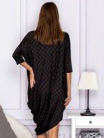 Asymetryczna sukienka nietoperz w kratkę brązowa                                  zdj.                                  2