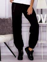 Bawełniane spodnie dresowe z wężowymi wstawkami czarne                                  zdj.                                  1