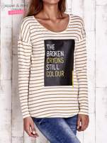 Beżowa bluzka w paski z napisem                                  zdj.                                  3