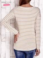 Beżowa bluzka w paski z napisem                                                                          zdj.                                                                         4