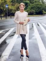 Beżowa dresowa sukienka w prążkowany wzór                                  zdj.                                  12