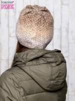Beżowa dzianinowa czapka ombre
