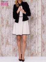 Beżowa sukienka skater z satynową lamówką                                                                          zdj.                                                                         2
