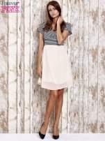 Beżowa sukienka z marszczonym dekoltem w paski                                  zdj.                                  4