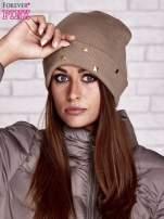 Beżowa wywijana czapka ze złotymi ćwiekami                                  zdj.                                  1