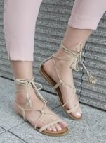 Beżowe sandały wiązane wokół kostki ozdobnym chwostem                                  zdj.                                  2