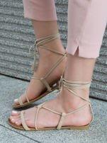 Beżowe sandały wiązane wokół kostki ozdobnym chwostem                                  zdj.                                  4