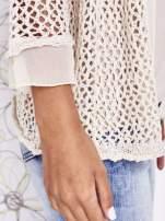 Beżowy ażurowy sweter z tiulowym wykończeniem rękawów                                  zdj.                                  6