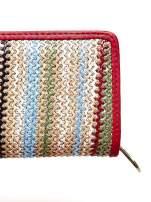 Beżowy pleciony portfel w pionowe czerwone paski