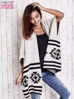 Beżowy sweter oversize w azteckie wzory                                  zdj.                                  1