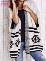 Beżowy sweter oversize w azteckie wzory                                  zdj.                                  5