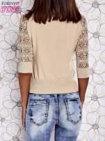 Beżowy sweter z golfem i ażurowymi rękawami                                                                          zdj.                                                                         4