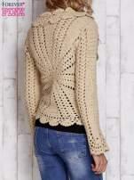 Beżowy sweter z wiązaniem                                  zdj.                                  5