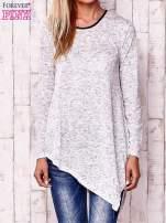 Biała asymetryczna bluzka z ciemniejszą nitką                                                                          zdj.                                                                         1