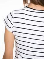 Biała dopasowana sukienka w paski z rozporkiem na dole                                  zdj.                                  11