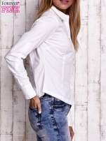 Biała koszula z podwijanymi rękawami                                  zdj.                                  3