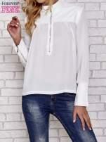Biała koszula ze skórzanymi pikowanymi wstawkami