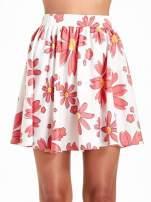Biała rozkloszowana spódnica skater w kwiaty