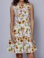 Biała rozkloszowana sukienka w czerwone kwiaty                                  zdj.                                  1